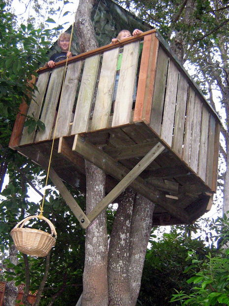 Easy kids tree houses Coolest Kid How To Be Hero To Your Kids Easy Backyard Projects How To Be Hero To Your Kids Easy Backyard Projects